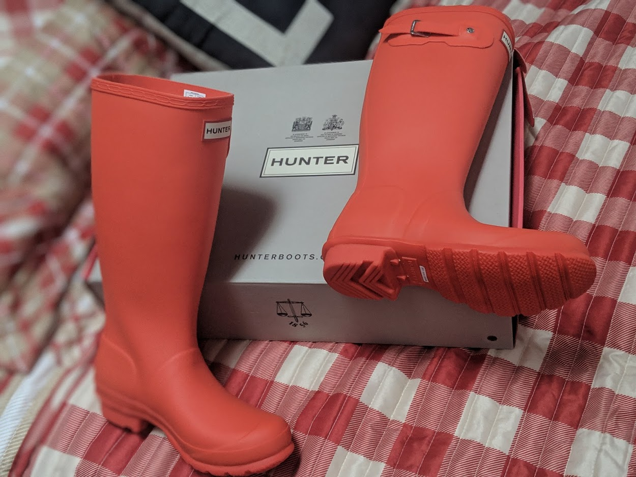 989379eaedeb3 hunter rain boots on sale deals - Dixie Does Deals